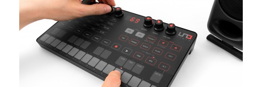 Review of UNO Synth – Visuals Producer review